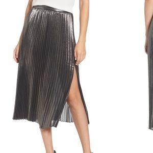 NWT XS Trouve Metallic Pleated Skirt
